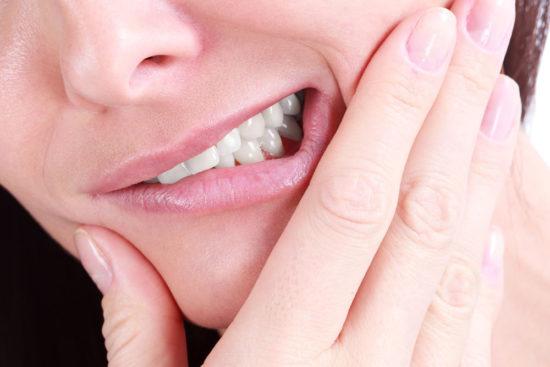 Болит десна после анестезии у стоматолога, боль челюсти, головы, щеки и места укола