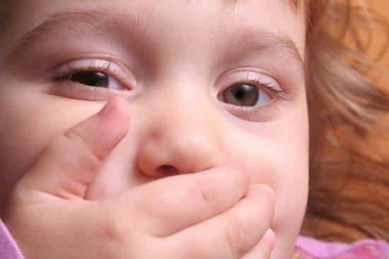 Болит губа у ребенка